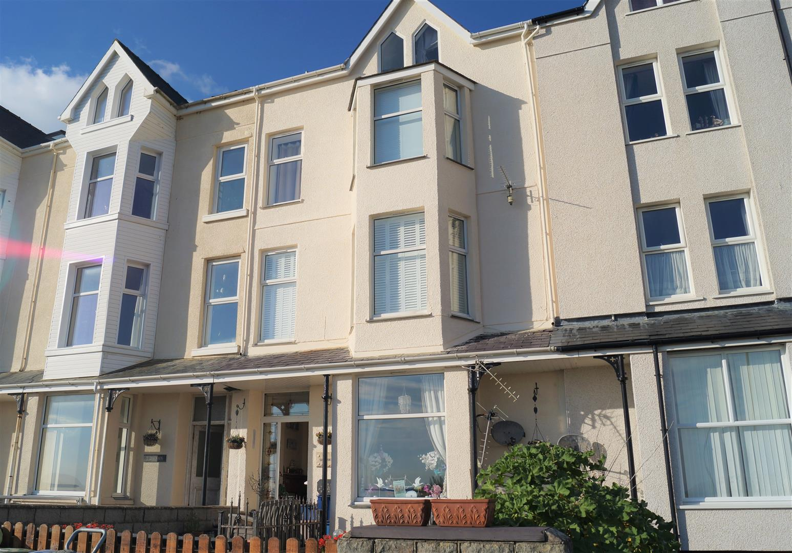 Sea Breeze, South Beach, Pwllheli - £105,000